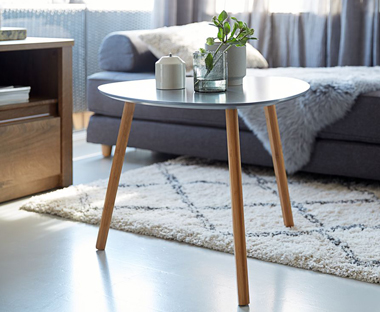 End table in white oval shape with bamboo legs