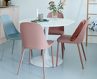 Metal pink and grey dining chairs with white round dining table
