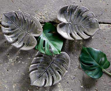 Ceramic decorative tray in grey leaf shape