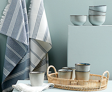 Ceramic grey decorative bowls with wicker tray
