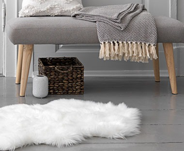 Faux fur fluffy rug in white