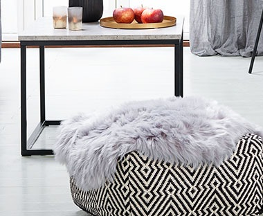 Faux fur rug in grey