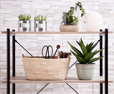 Maize basket with plant pots and artificial plants