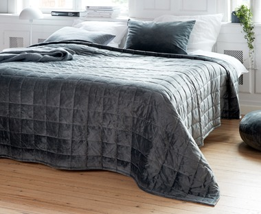 BANKSIA quilted bed throw in dark grey