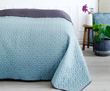 ROSENTRE bed throw in blue and grey with quilted design